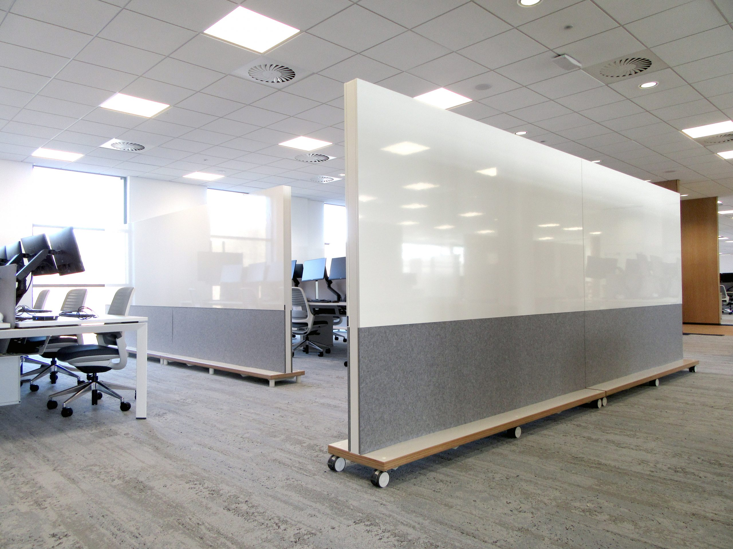 Acoustic office partition on wheels or legs