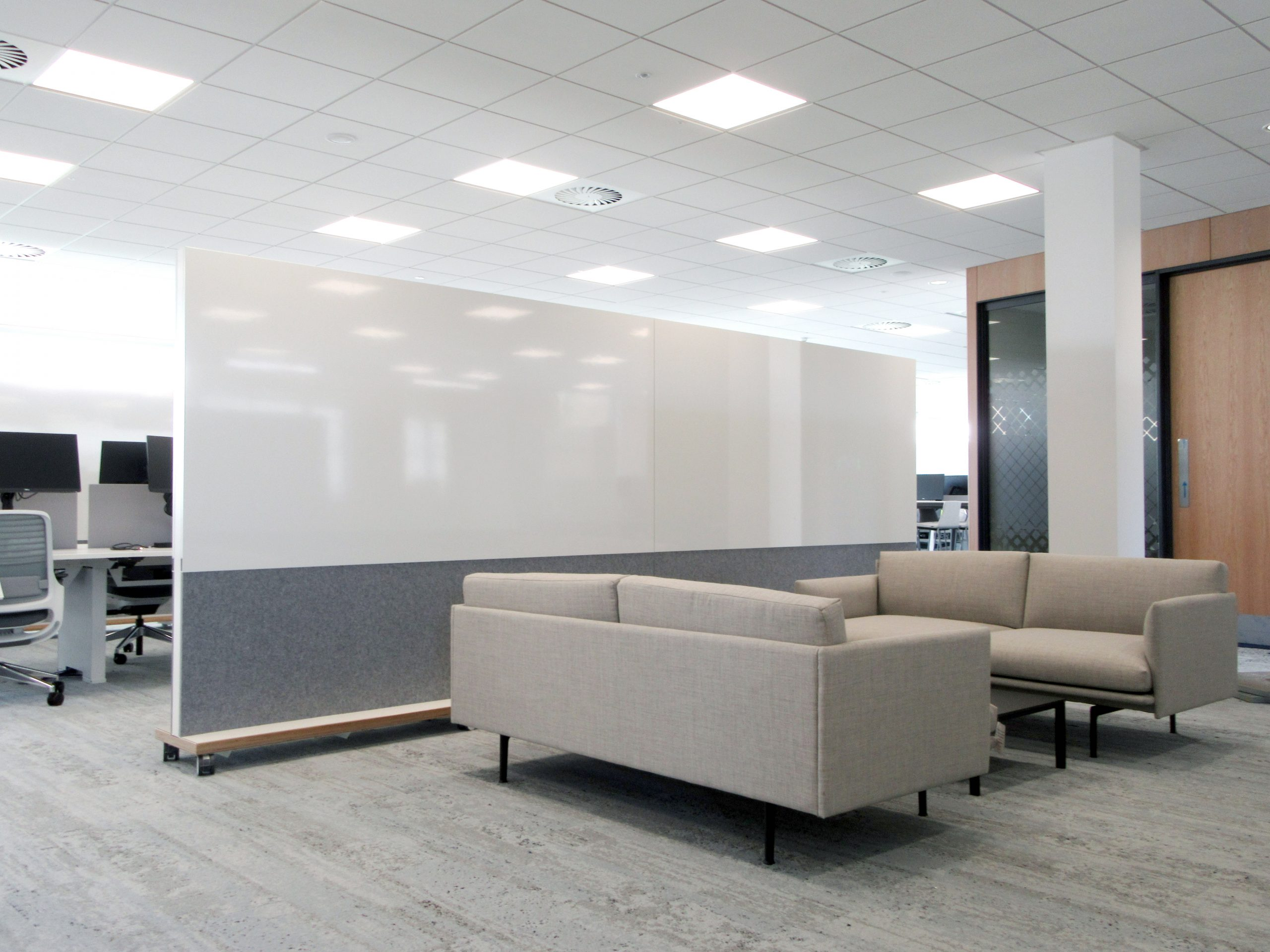 Acoustic office partition on wheels